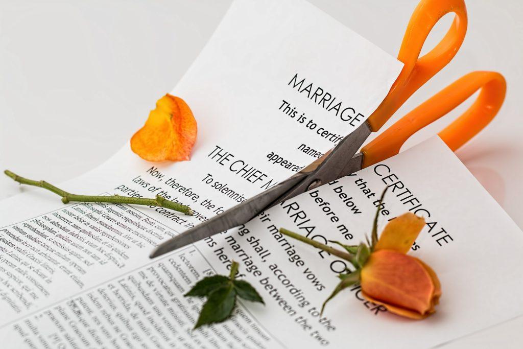 """ALT: """"Zašto žene ostaju u lošem braku i trpe nasilje"""""""